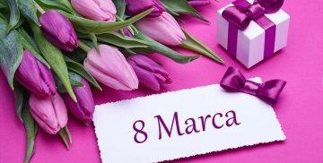 Kwiaty, prezent oraz napis 8 marca